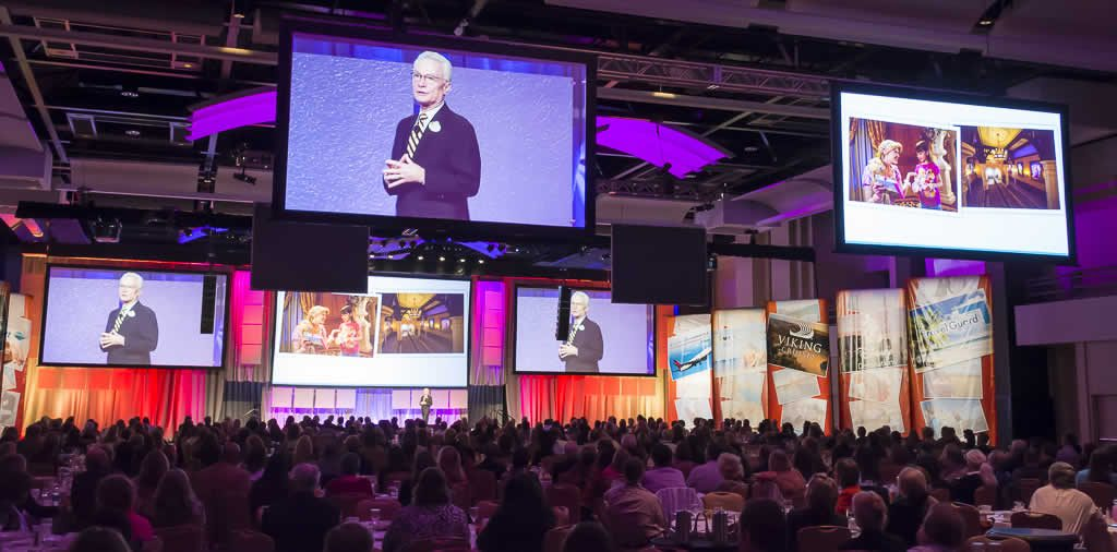 Craig Parsons speaking at Travel Leaders National Convention.