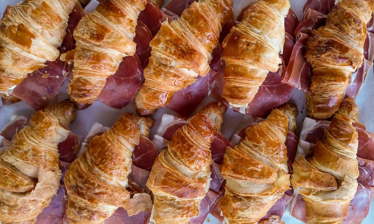 Croissant sandwich with prosciutto and brie